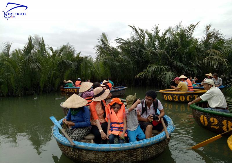 Đến rừng dừa bảy mẫu Hội An tham gia chơi đập niêu, câu cá.